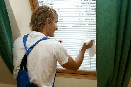 Die richtige Pflege von Fenstern beginnt mit Wasser