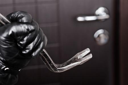 Sicherheit und Einbruchhemmung: Unbedingt an die Scheiben denken