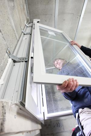 Einbau eines Fensters mit Zweifachverglasung