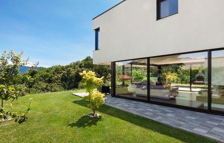 Garten mit moderne fenster